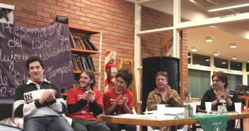 """Integrantes de la organización feminista, Nilda Masci y una responsable de la editorial santarroseña """"KeXploten Lunas"""""""