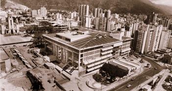 Vista panorámica construcción del Foro Libertador 08-12-86 web Colección BN