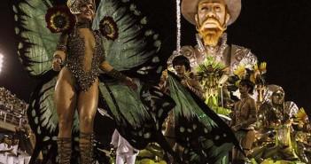 """GRA015. RIO DE JANEIRO, 08/02/2016.- La escuela de samba Mocidade Independente de Padre Miguel durante el primer día de los desfiles de las escuelas de samba del Grupo Especial, en la pasarela de samba celebrada hoy, lunes 8 de febrero de 2016, en el sambódromo de Río de Janeiro. La madrugada de este lunes estuvo marcada por la presencia del ingenioso caballero Don Quijote que fue homenajeado por la 'escola de samba' Mocidade, que encontró en su triste figura la inspiración para un desfile """"loco y apasionado"""", como rezaba la letra de su samba que los miles de participantes cantaban al unísono. EFE/Antonio Lacerda"""