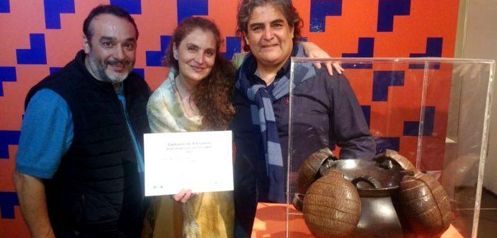 Los artesanos santarroseños junto a la pieza premiada y Pablo Rubio.