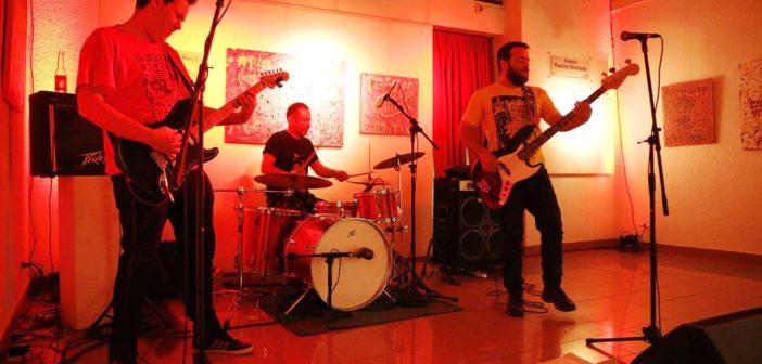 """El evento contó con la presentación de la banda """"Las flores del muerto""""."""