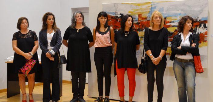 Siete de las ocho artistas que exponen en MEdANo.