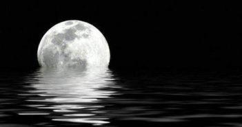 Luna sobre el mar