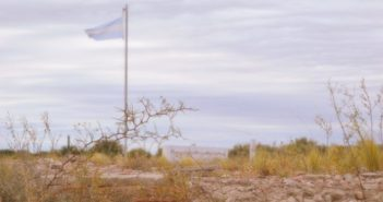 Monumento a la desaparecida Escuela Hogar de Paso de los Algarrobos (Foto Info huella)