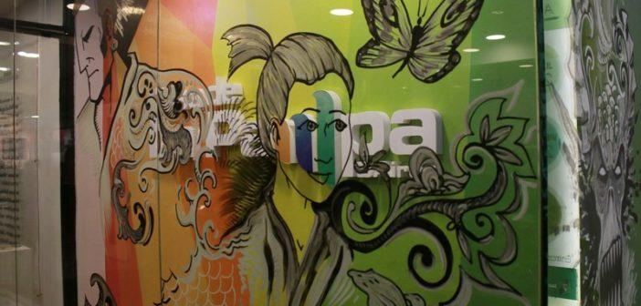 Rodríguez hizo una intervención artística del frente de la Casa de La Pampa.