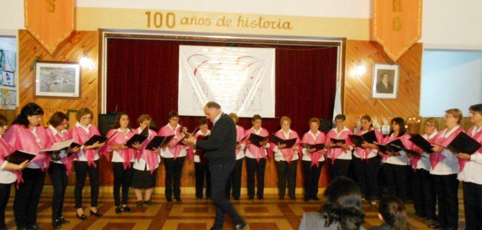"""Coro """"Larroudé canta""""."""