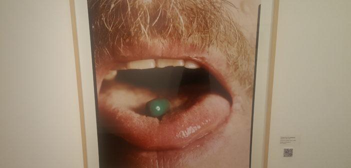 Boca con pastilla verde, 1996, de Alejandro Kuropatwa.