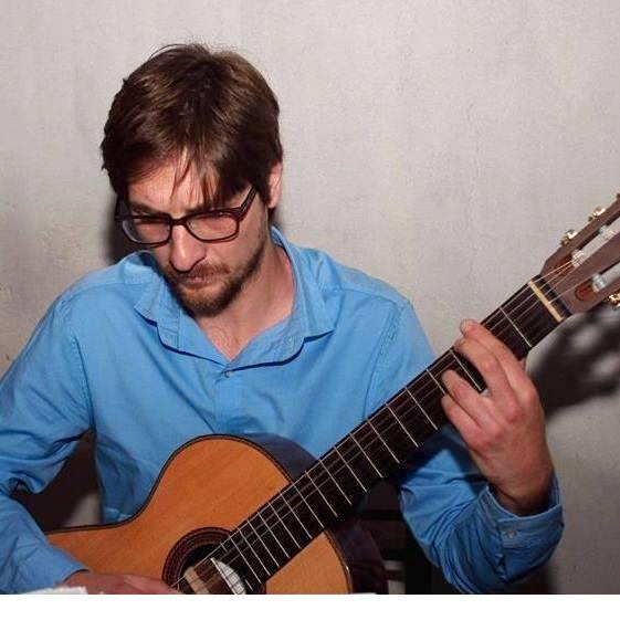 Diego Sola y su guitarra.