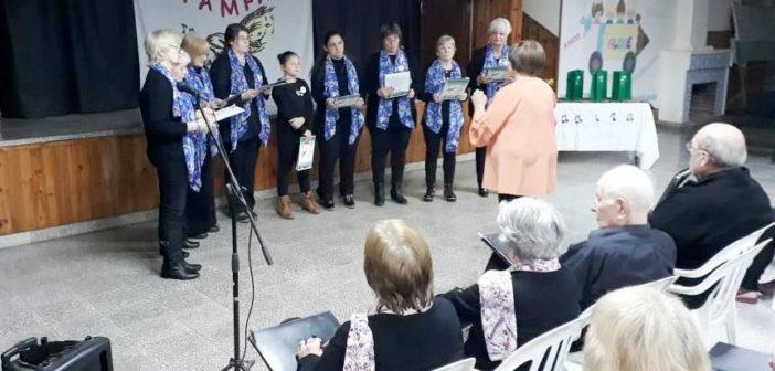 Coro Estrellas del Sur de Colonia Santa María,  dirigido por Olga Trani. Miguel Cané, agosto 2019.