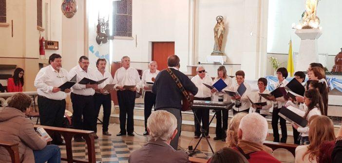 Coro Municipal de Colonia Barón, dirigido por Alejandro Yicareán. General Acha, agosto 2019.