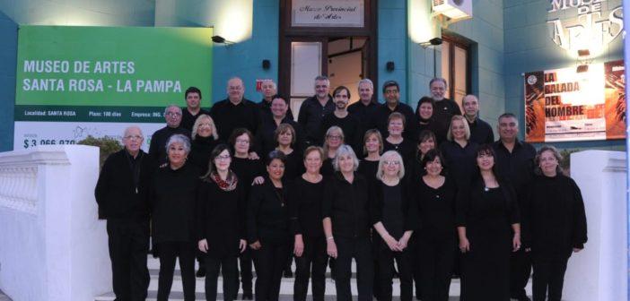 Coro Provincial de Adultos en el cierre del XVIII Coral de La Pampa